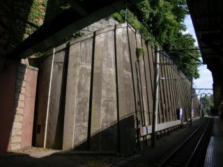 JR中央線・総武線四ツ谷駅ホーム南側の擁壁