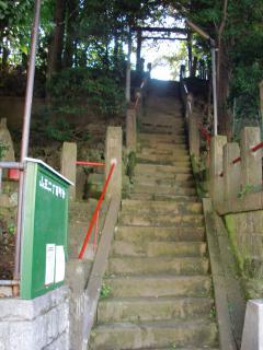 大森駅西口正面天祖神社に向う石段