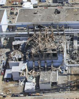 3月24日無人飛行機によって撮影された、福島第一原発3号機